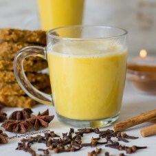 pumpkin-spice-cashew-latte